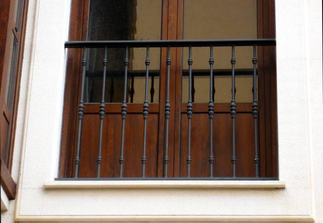 Carpinter a met lica - Balcones de forja antiguos ...